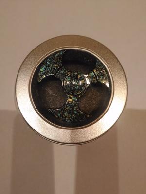 Спиннер-серп, мрамор черный, металл (фото, вид 1)