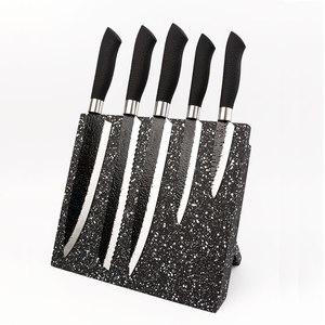 Набор ножей на магнитной подставке.