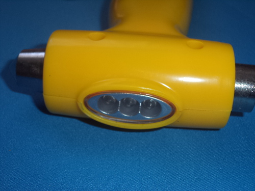 Аварийный молоток с динамо-фонарем (фото, вид 3)